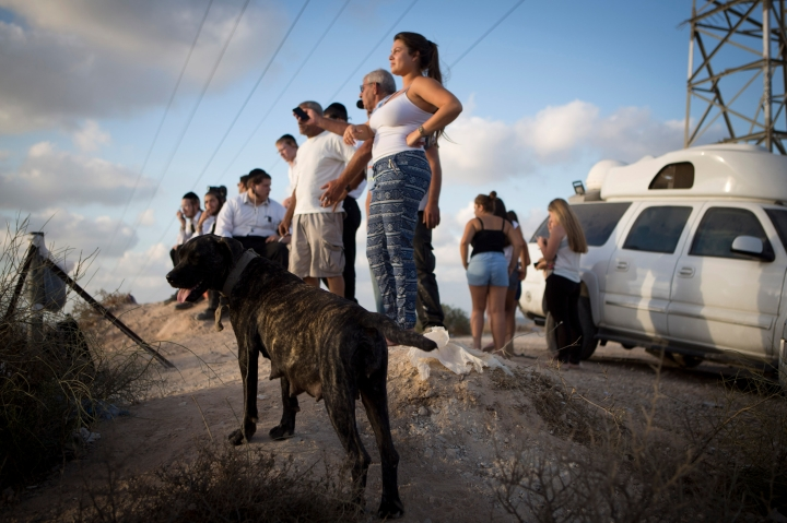 Israelis watching air strikes, Sderot, Israel, 15.7.2014